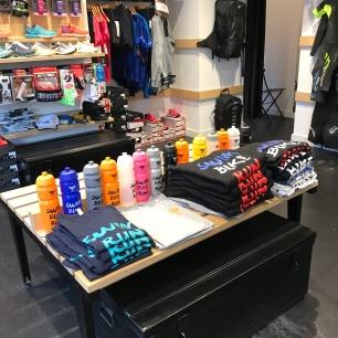 Magliette e borracce dello Store